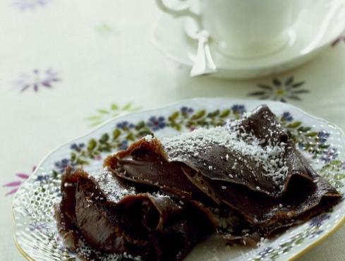 crepes-al-cacao-con-crema-di-cioccolato-e-cocco