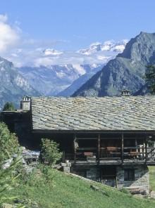 In Bassa Val d'Aosta, tra castelli e piatti da fiaba