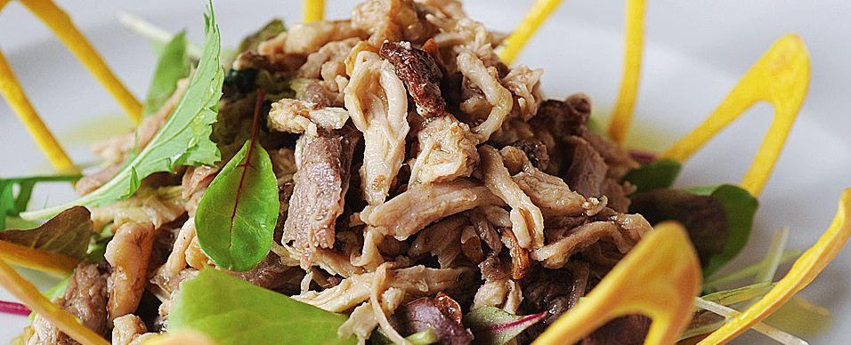 insalata di gallina padovana in cestino di pasta Sale&Pepe