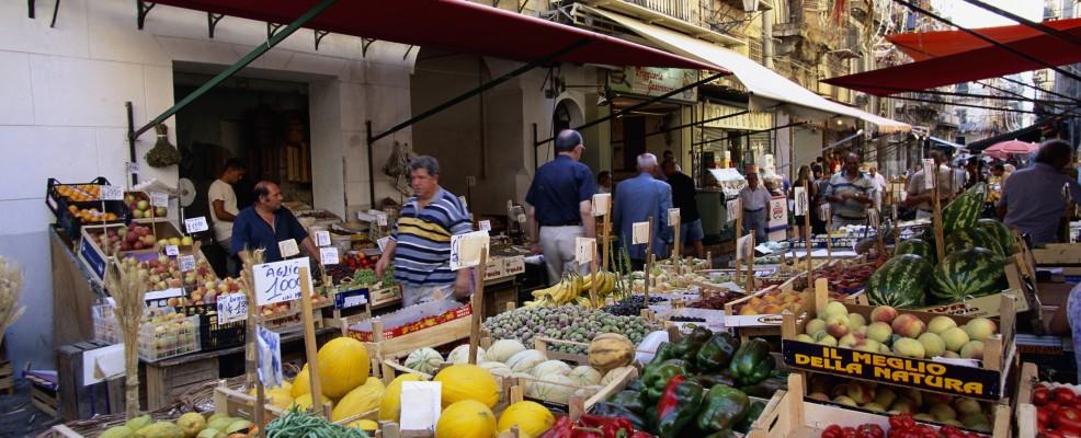 Palermo, mercato del Capo (Foto © Hubert Stadler /Corbis)