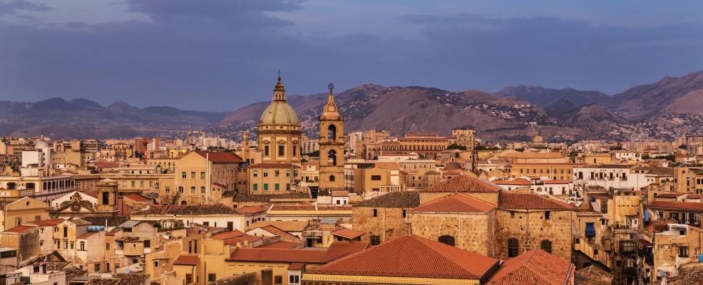 Palermo all'alba (Foto © Jeremy Woodhouse /Blend Images /Corbis)