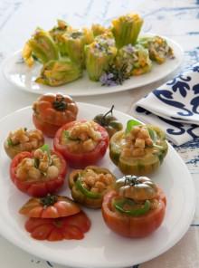 I pomodori ripieni di gazpacho con fiori di zucca farciti