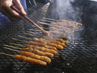 Satay sulla griglia (Foto © Inmagine Asia /Corbis)