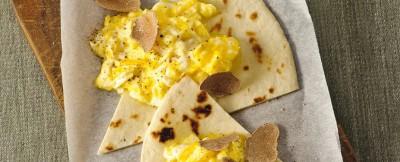 uova cremose con spicchi di piadina ricetta