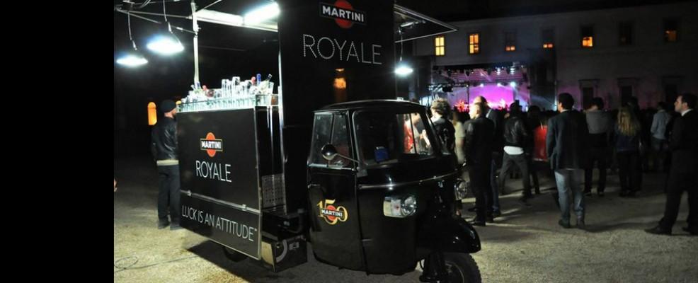 Anche Martini si affida all'Ape Car per proporre drink a eventi e promuovere il suo marchio.