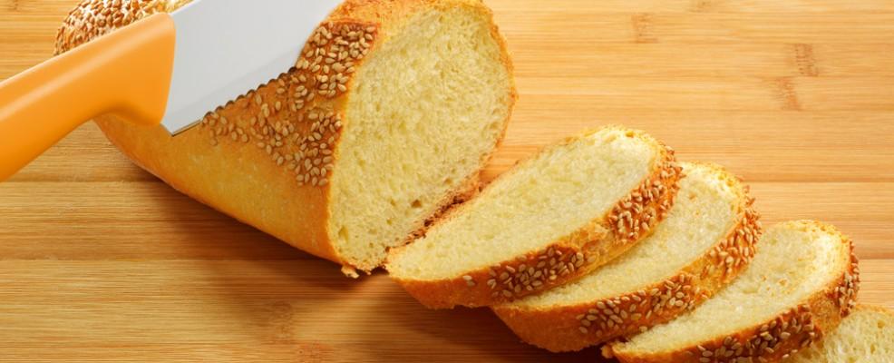 Coltello professionale per tagliare il pane