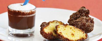 frittelle di frutta con zuppetta di cioccolato