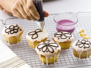 Usare penna decoratrice e mini stampi Sale&Pepe