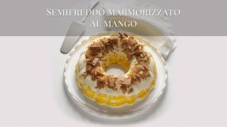 Il semifreddo marmorizzato al mango con briciole croccanti