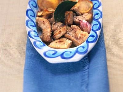 spezzatino-allalloro-con-chips-di-patate-novelle