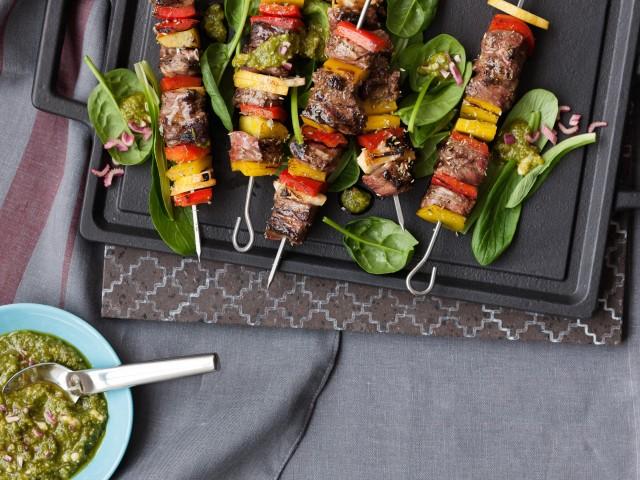 Spiedini-vitellone-peperoni-pesto- erbe-acciughe ricetta Sale&Pepe