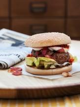 Hamburger di manzo con cipolle caramellate, n'duja e bufala