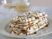 dacquoise-ai-pistacchi-con-yogurt-e-caramello