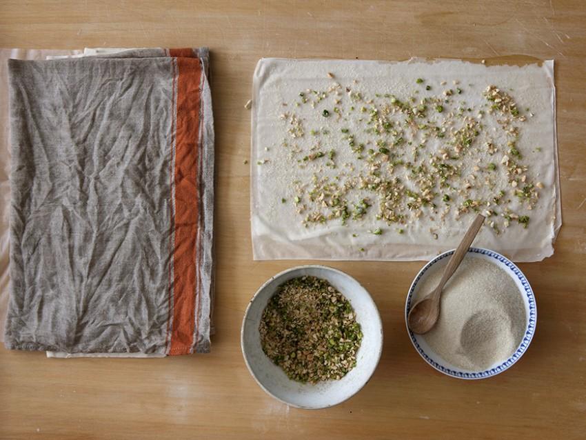 rose di pasta fillo alla frutta secca preparazione Sale&Pepe