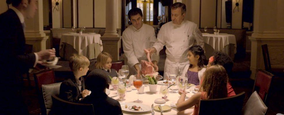 immagine tratta dal video SMALL PLATES pubblicato dal New York Magazine