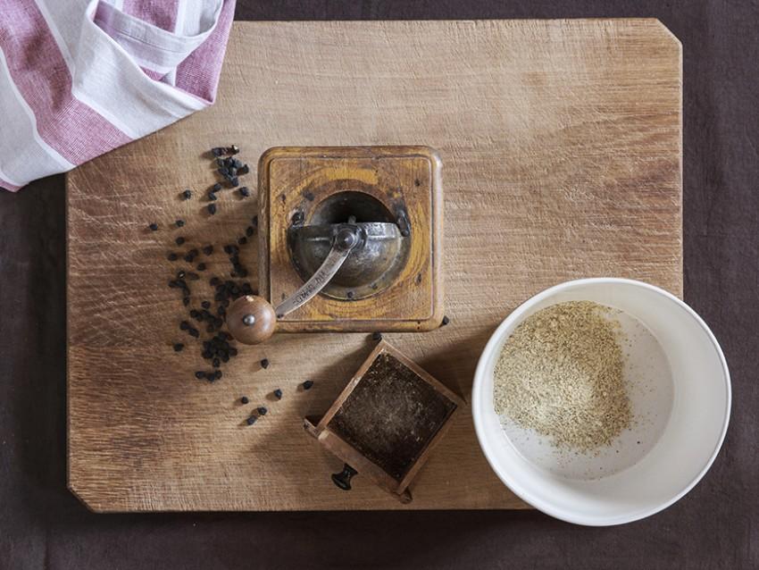 gnocchetti di farina di ceci neri e grano con sugo di peperoni secchi e cicoria Sale&Pepe foto