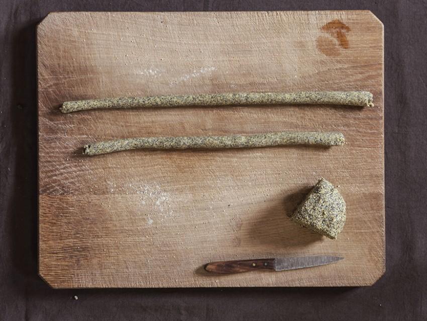 gnocchetti di farina di ceci neri e grano con sugo di peperoni secchi e cicoria Sale&Pepe immagine