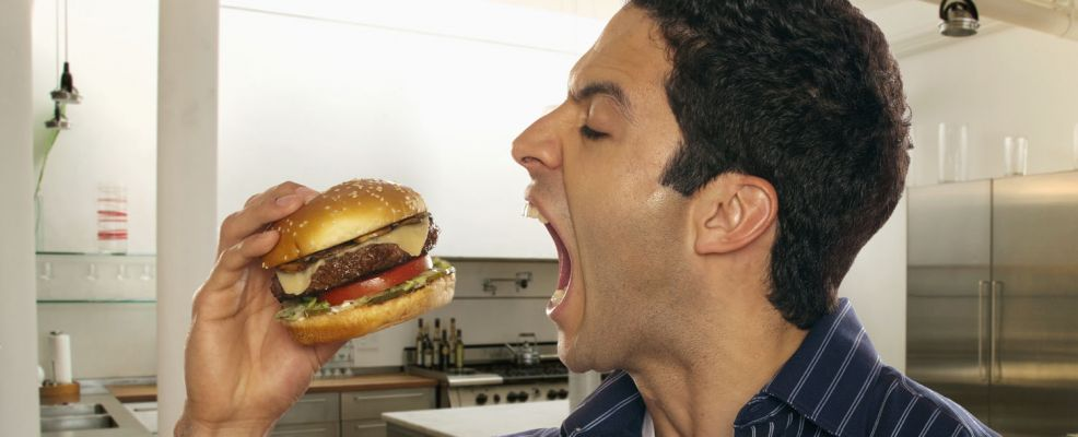 mangiare hamburger