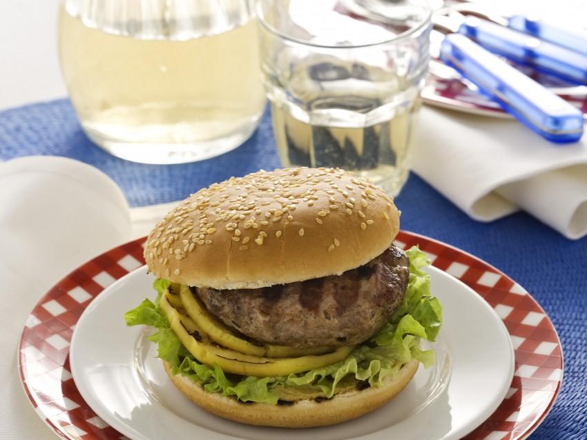 hamburger con mele e verdure nel panino Sale&Pepe