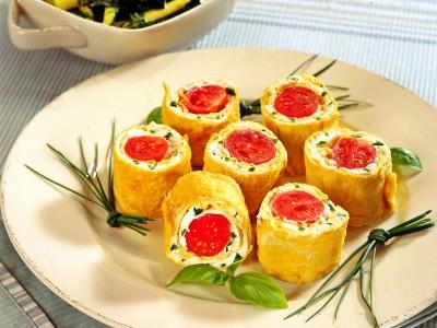 sushi di frittata e pomodorini