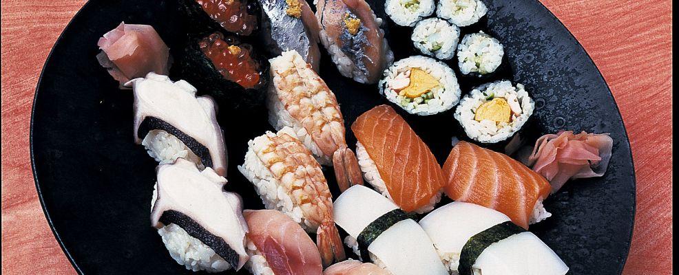 sushi di uova e salmone Sale&Pepe