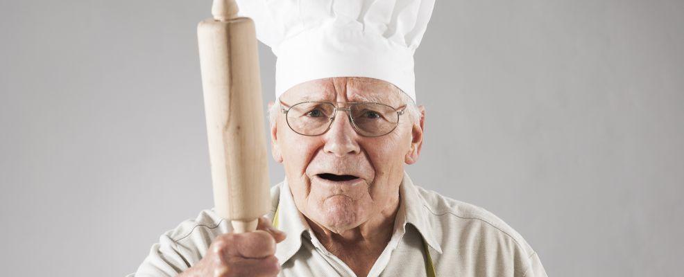 Vecchio chef arrabbiato