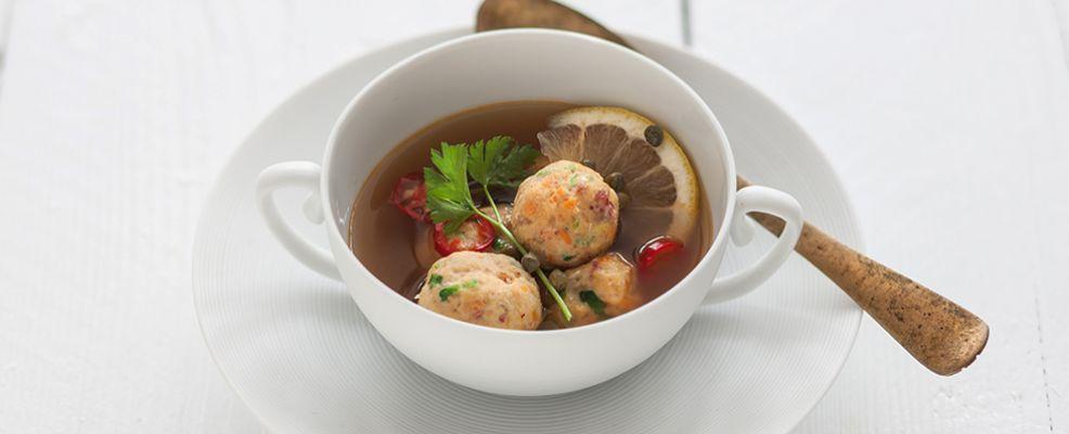 polpettine di triglia e branzino in brodo vegetale ricetta Sale&Pepe