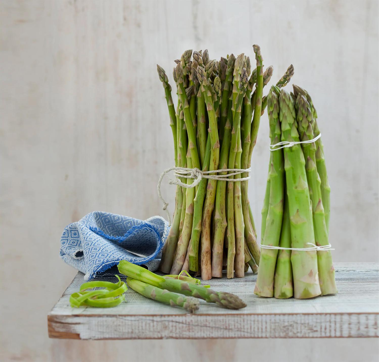 Asparagi lessi, ricetta base facile - Giallozafferano