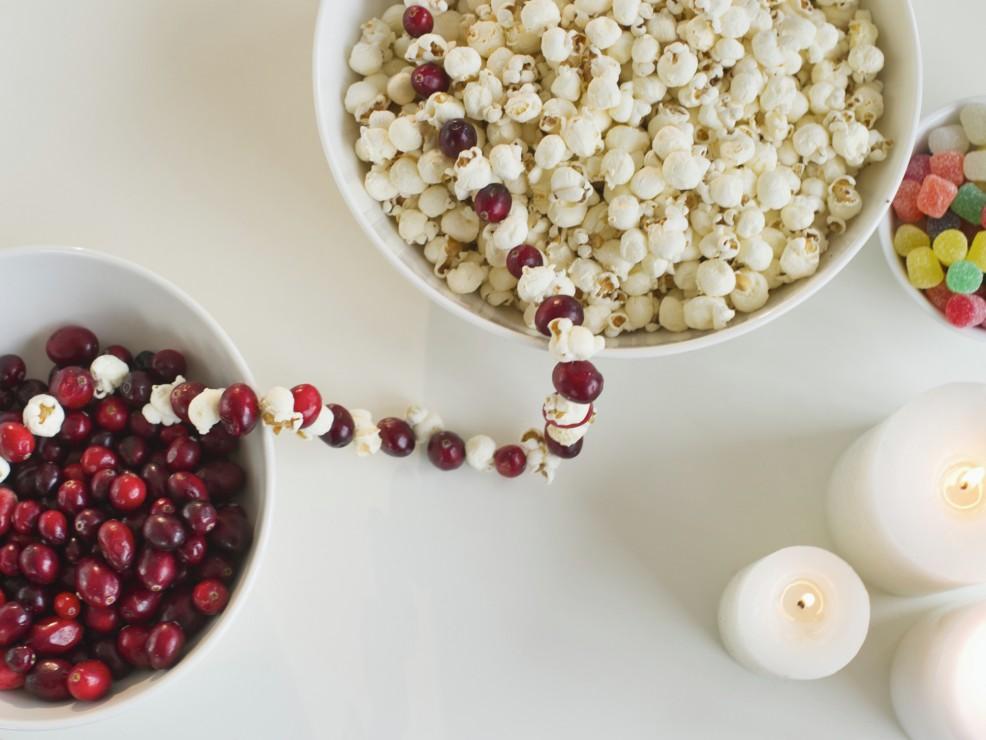 Le collane di popcorn sono una tradizione americana facile da realizzare e molto originale
