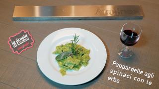 Primo: pappardelle con spinaci