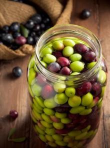 Come si fanno le olive in salamoia