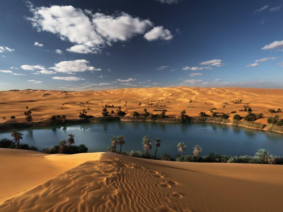 Libia, l'oasi di Umm Al-Maa Lake è nascosta tra le dune del deserto