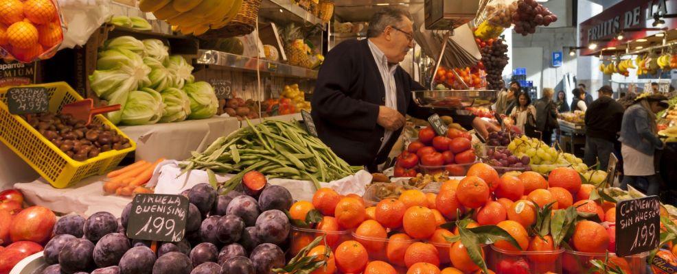 Fruit and vegetable stall, La Boqueria, probably Barcelona's best-known market, off La Rambla, Barcelona, Catalonia, Spain, Europe