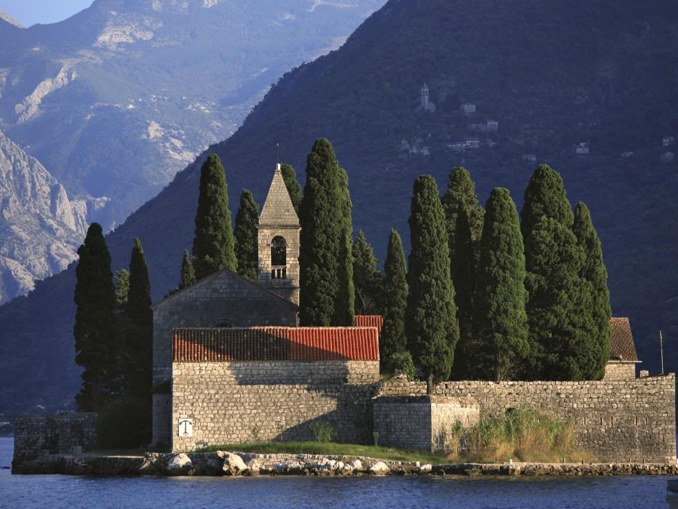 Montenegro, isola di San Giorgio nella baia di Kotor