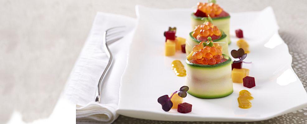 Nidi di zucchina con tartare di tonno, mango, barbabietola e uova di salmone ricetta Sale&Pepe