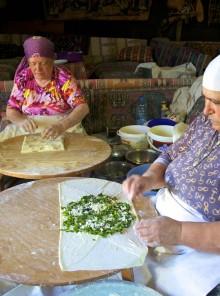 Messa, mesa & mezzé: il rito della tavola nel Mediterraneo
