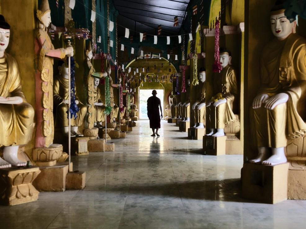 Monaco in un monastero del Myanmar (Birmania)