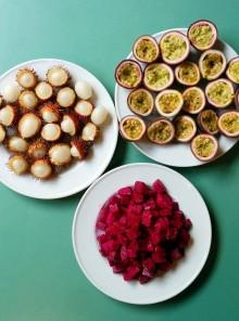 Legumi ricchi e frutta succosa e colorata