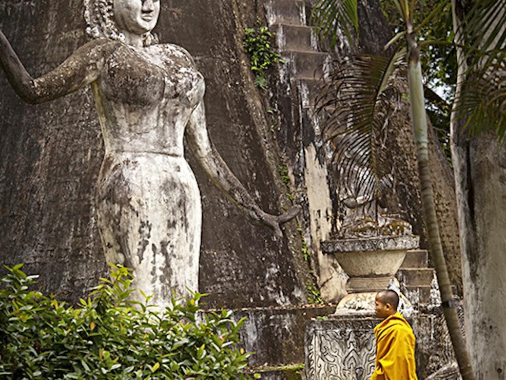 Monaco nel Parco di Buddha in Laos