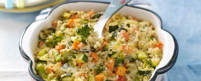 pirofila di riso integrale strapazzato al forno con le verdure