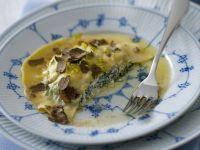 ravioloni con erbette e tartufo nero Sale&Pepe ricetta