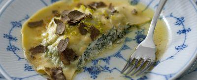 ravioloni con erbette e tartufo nero ricetta
