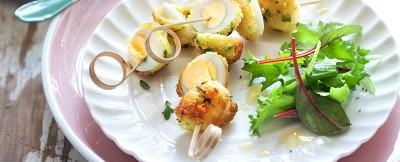 spiedini di uova di quaglia fritte con maionese di carote ricetta