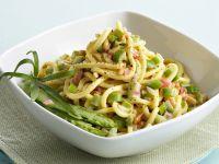 Troccoli con ragù bianco di asparagi e pinoli