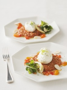Bocconcini di bufala con tartare di pomodori marinda