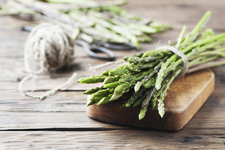 Come raccogliere e cucinare gli asparagi selvatici sale pepe for Cucinare asparagi