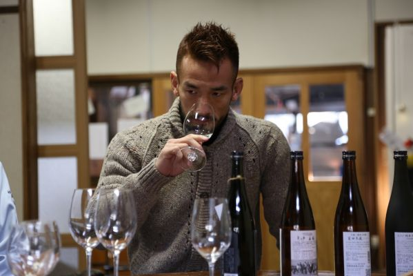 Hidetoshi Nakata degusta il sake