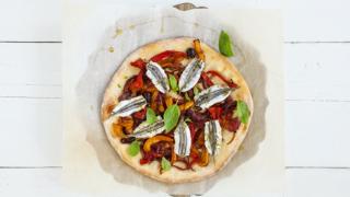Pizza bianca con acciughe