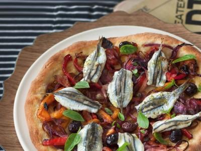 pizza bianca con doppia lievitazione e doppia acciuga ricetta