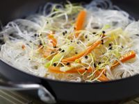 Glass noodles with sprouts and carrots (China)